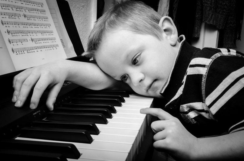 depressione-bambino-pianoforte