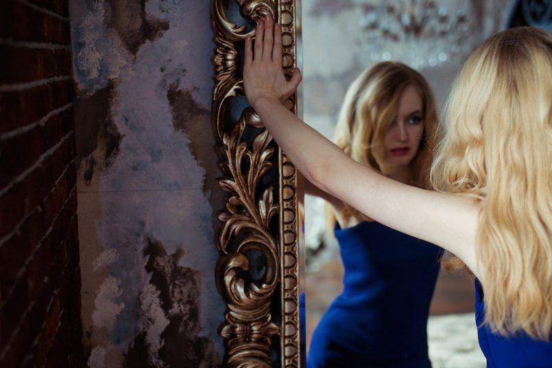 specchio-disturbo-narcisistico-narciso